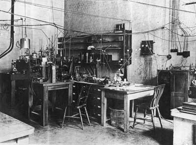 c. 1926 The apparatus used by Ernest Rutherford in his atom-splitting experiments, set up on a small table in the centre of his Cambrige University research room - Caverndish Laboratory. From the book 'Century' by Phaidon published 1999 Page 242