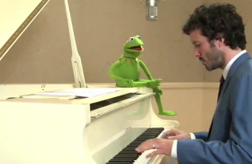 Bret McKenzie Sings with Kermit