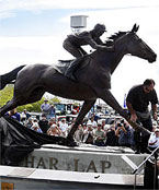 Phar Lap Home to Rest