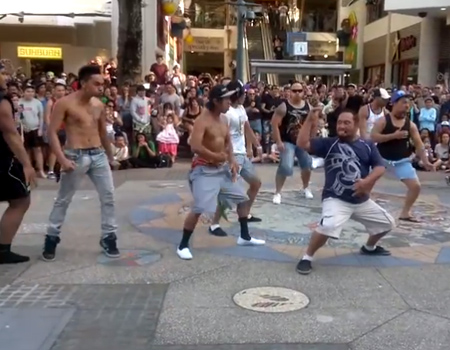 Flash Mob Haka Surfers Paradise