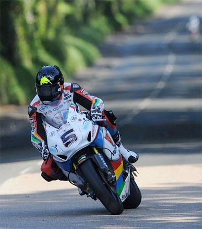 Bruce Anstey Cruises to Isle of Man Formula 1 Win