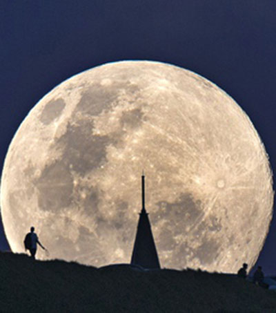 Supermoon Appears in New Zealand Skies
