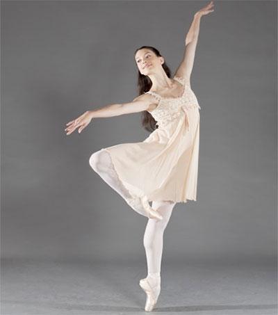 Hannah O'Neill Dances in Paris Opera's Swan Lake