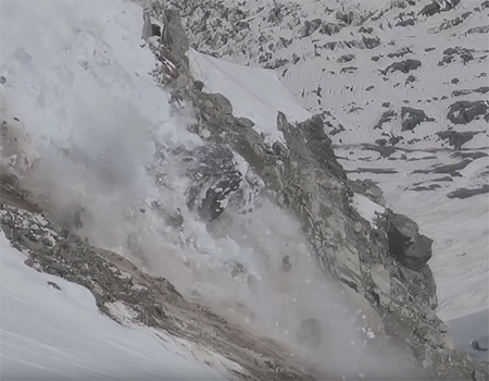 Dramatic Glacier Collapsing