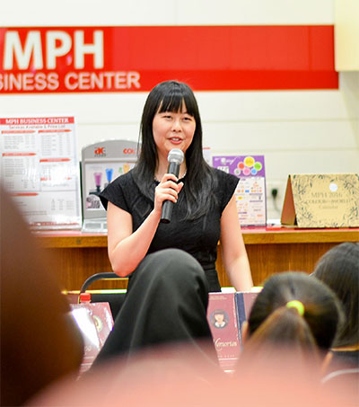 Legions of Fans Greet Author Lang Leav in KL