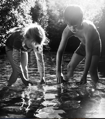 New Zealand Photographer Documents Children Growing Up Without Modern Electronics