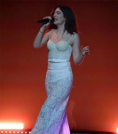 Lorde Scripts a Party and Then Brings It