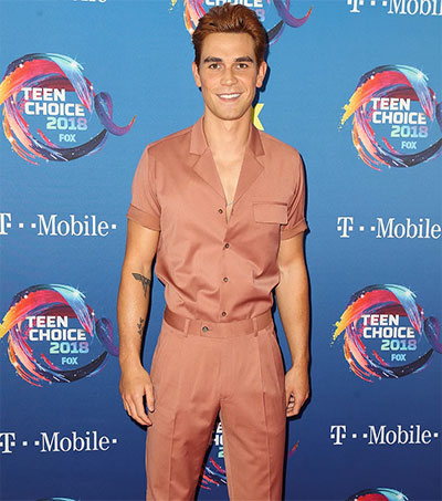Riverdale's KJ Apa in Spiffy Choice at US Awards
