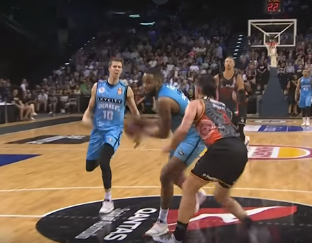 New Zealand Breakers vs. Illawarra Hawks – Highlights
