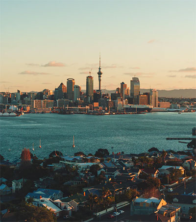 Economist Adulation Has Auckland Residents Puzzled
