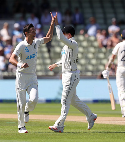 Brilliant New Zealand Show England the Way